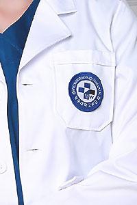 Вышивка на медицинских халатах